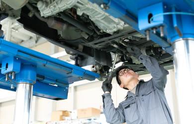 車を修理する工場